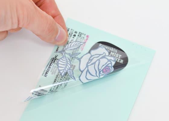 透明シールに白インクを引いた例