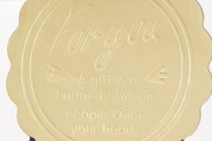 金や銀のホイル紙にエンボス加工をしてロゴシールや封シールに利用されています。